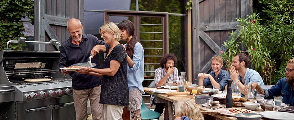 Grills saveurs barbecue weber chemin e d 39 ext rieur for Cheminee exterieur weber