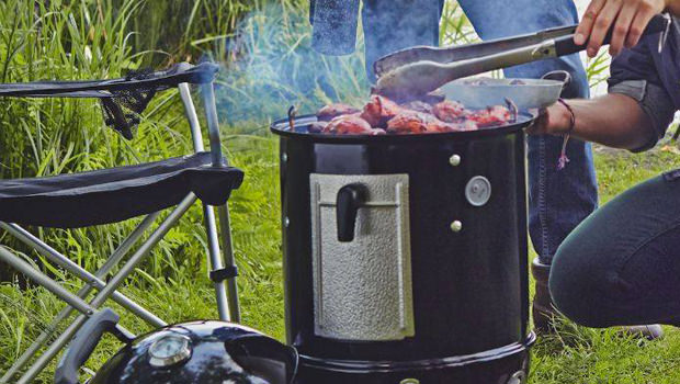 Fumoir weber barbecue fumoir smokey mountain cooker for Cheminee exterieur weber